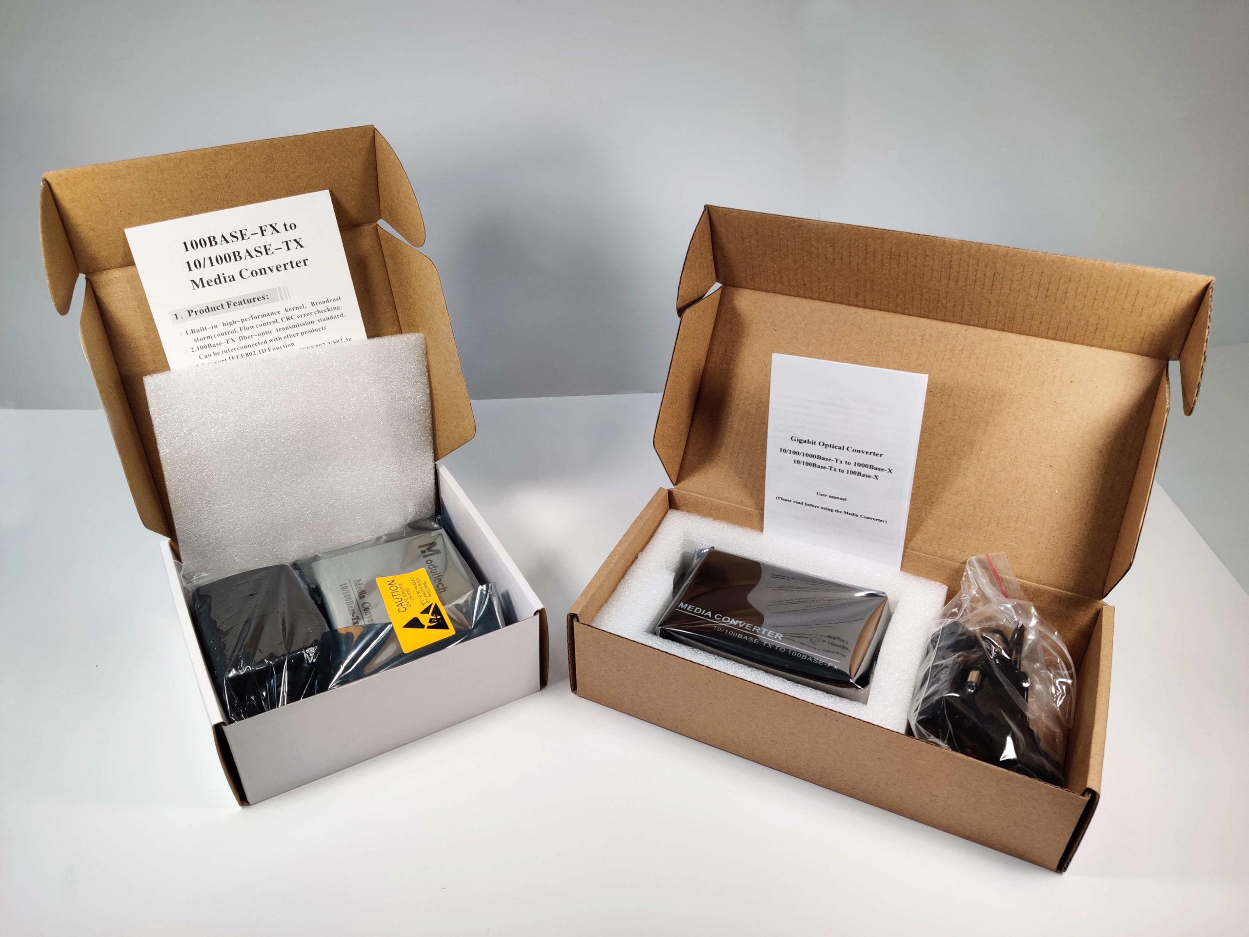 Открытые коробки с медиаконвертерами